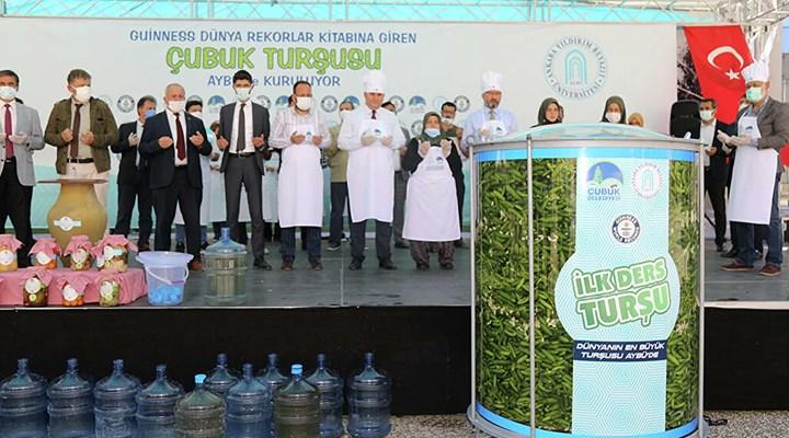 Ankara Yıldırım Beyazıt Üniversitesi, yüz yüze eğitimi turşu kurup dua ederek açtı