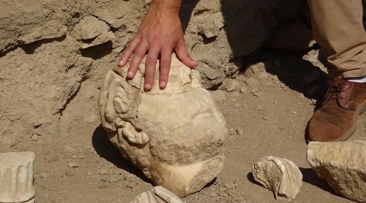 """Aydın'da Hadrianus heykelinin parçaları bulundu: """"Ciddi bir ziyaretçi akınına şahit olacağız"""""""