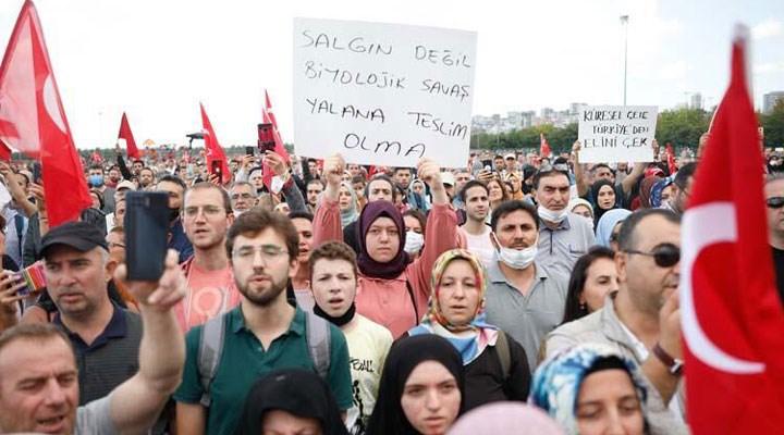 İstanbul'da aşı karşıtlarından miting: Maske ve sosyal mesafe kuralı hiçe sayıldı!