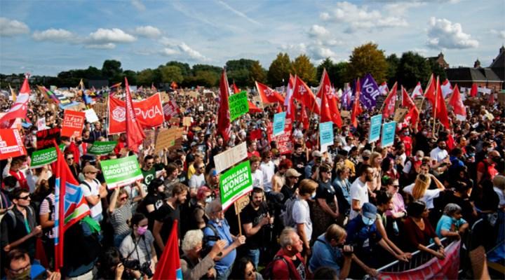 Hollanda'da binlerce kişi, ev kiralarındaki artışı protesto etti