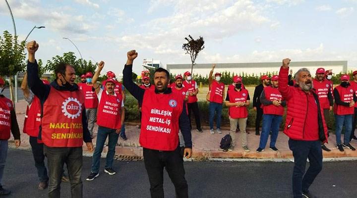 Fabrikadan zorla çıkarılan işçiler direnişlerini sokakta sürdürüyor