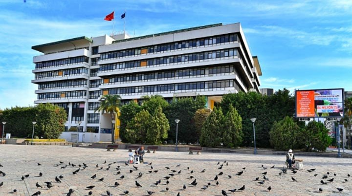 Mimarlar Odası: İzmir Belediyesi hizmet binası için koruma kurulu kararı beklensin