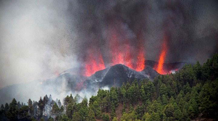 Kanarya Adaları'nda faaliyete geçen yanardağdan dolayı 5 bin kişi tahliye ediliyor