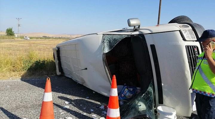 Maraş'ta tarım işçilerini taşıyan minibüs devrildi: 1 kişi yaşamını yitirdi, 15 kişi yaralandı
