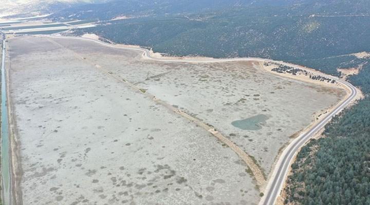 Avlan Gölü'nde korkutan görüntü: Sular yüzlerce metre çekildi