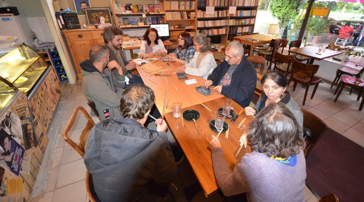 Berlin Bavul Kültür Sanat Cafe'de uygulamalı çalgı yapım atölyeleri başladı