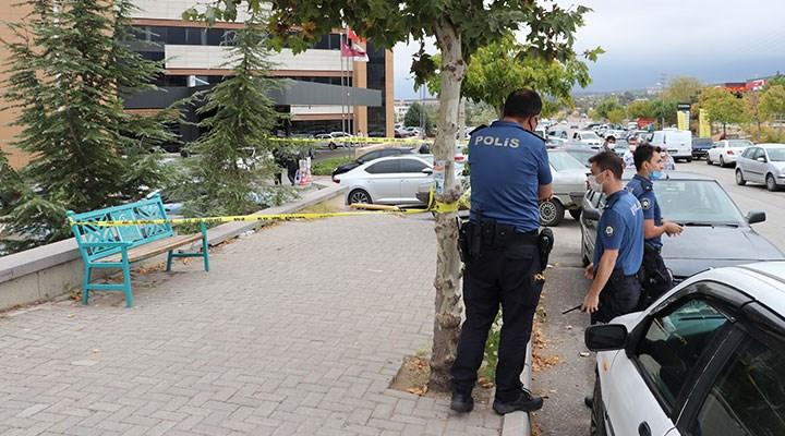 Denizli'de bir doktor, çalıştığı hastanenin önünde bıçaklı saldırıya uğradı