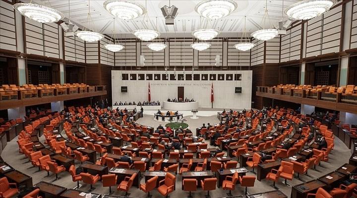 """CHP'nin """"Yurt çıkmayan öğrencilere burs verilsin"""" önerisi AKP ve MHP oylarıyla reddedildi"""