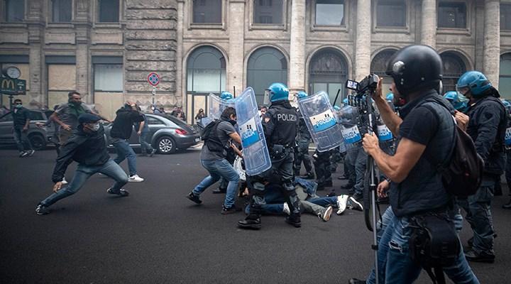 İtalya'da polisten aşı karşıtlarına müdahale