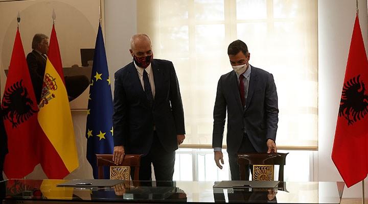 Arnavutluk krizi