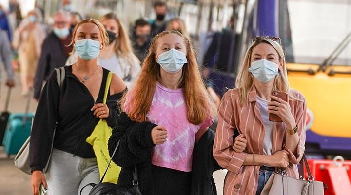 İngiltere Sağlık Bakanından koronavirüsün AY4.2 varyantıyla ilgili açıklama