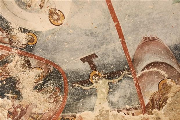 yediler-manastiri-ndaki-koruma-altina-alinmayan-freskler-kaderine-terk-edildi-497556-1.