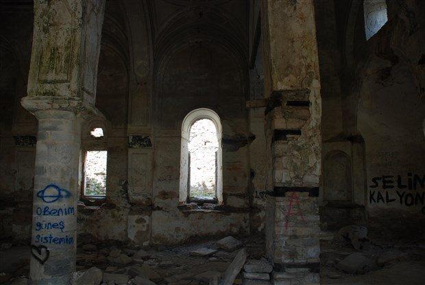 aziz-nikolas-kilisesi-gun-gectikce-yok-oluyor-499864-1.