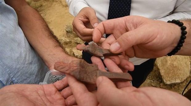 besiktas-ta-5500-yillik-2-heykelcik-bulundu-501734-1.