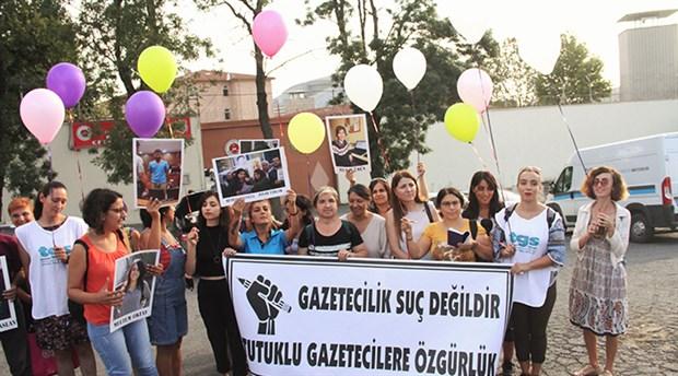 tutuklu-gazetecilerin-ozgurlugu-icin-balonlar-ucuruldu-507800-1.