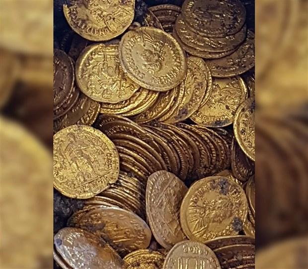 italya-da-eski-bir-sinemada-1500-yillik-altin-sikkeler-bulundu-510188-1.