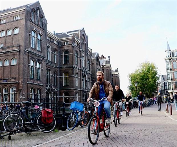 hollanda-da-yilda-yaklasik-15-milyar-kilometre-yol-katediliyor-535771-1.