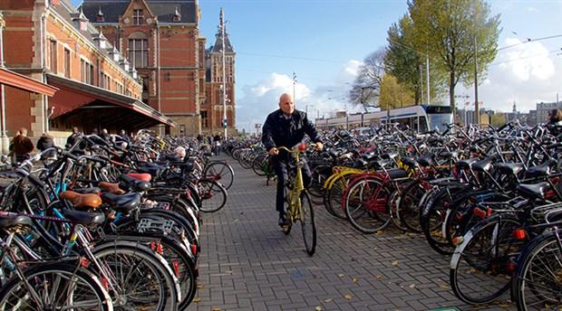 hollanda-da-yilda-yaklasik-15-milyar-kilometre-yol-katediliyor-535783-1.