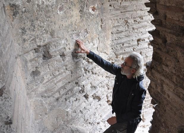 roma-doneminden-kalma-fresk-yontularak-calindi-538089-1.