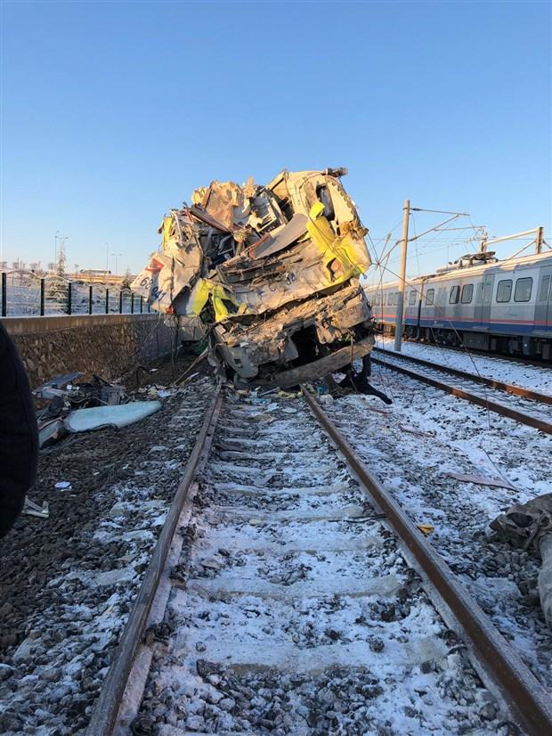tren-yanlis-hatta-yonlendirildi-541611-1.