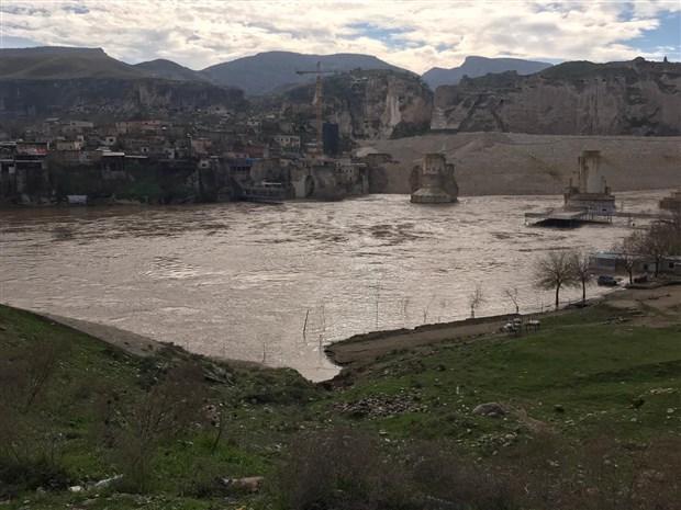 dicle-baraji-nda-tahliye-edilen-su-4-metreye-yukseldi-542175-1.