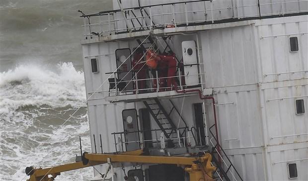 sile-de-kargo-gemisi-karaya-oturdu-543947-1.