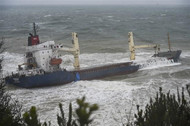 sile-de-kargo-gemisi-karaya-oturdu-543948-1.