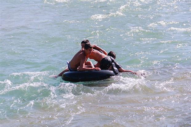 munzur-cayi-nda-cocuklarin-rafting-keyfi-611454-1.