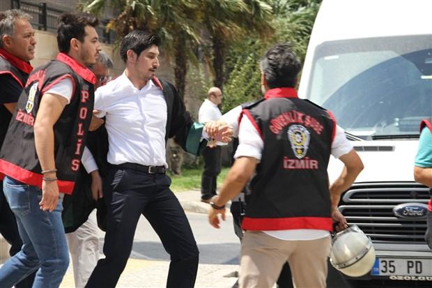 izmir-deki-kayyum-eylemine-polis-saldirisi-26-avukat-gozaltina-alindi-615576-1.