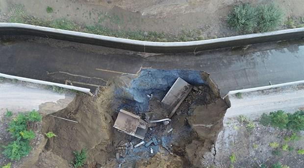 sivas-ta-hes-kanali-patladi-2-arac-suya-kapildi-yaralilar-var-617792-1.