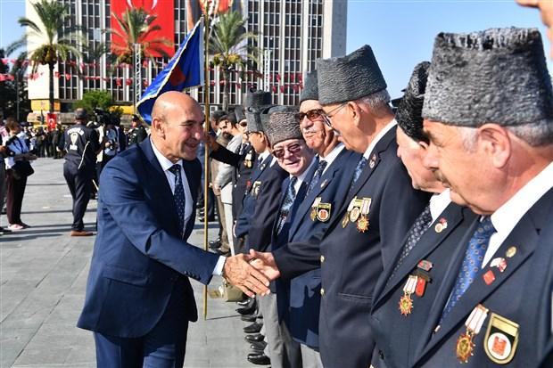 turkiye-de-zafer-bayrami-kutlamalari-618295-1.