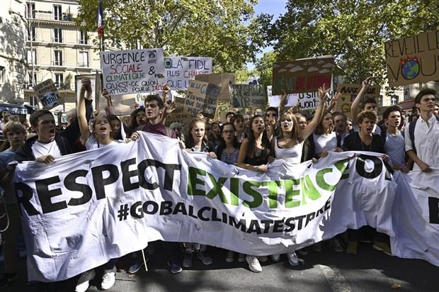 kuresel-iklim-grevi-basladi-turkiye-dahil-139-ulkede-eylem-627352-1.