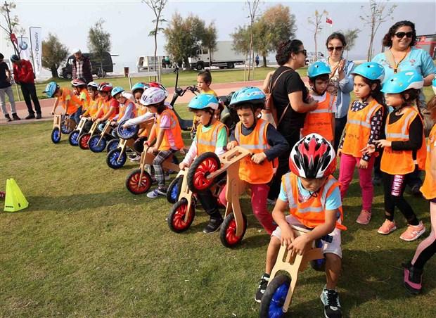 izmir-in-bisiklet-festivali-karsiyaka-da-basladi-638482-1.