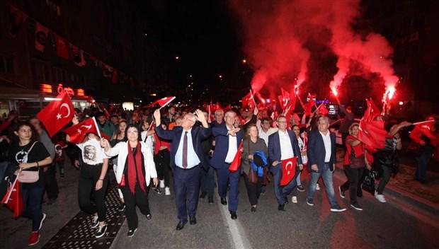 izmir-de-cumhuriyet-bayrami-kutlaniyor-642738-1.