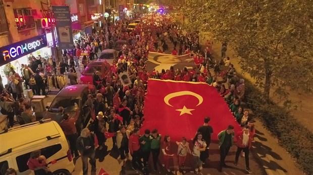 izmir-de-cumhuriyet-bayrami-kutlaniyor-642740-1.