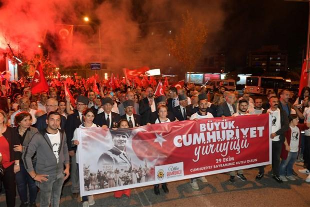 izmir-de-cumhuriyet-bayrami-kutlaniyor-642743-1.