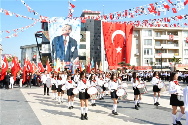izmir-de-cumhuriyet-bayrami-kutlaniyor-642744-1.