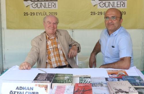 istanbul-kitap-fuari-nin-onur-yazari-adnan-ozyalciner-yalnizca-sevgidir-bizi-yasatacak-olan-644328-1.