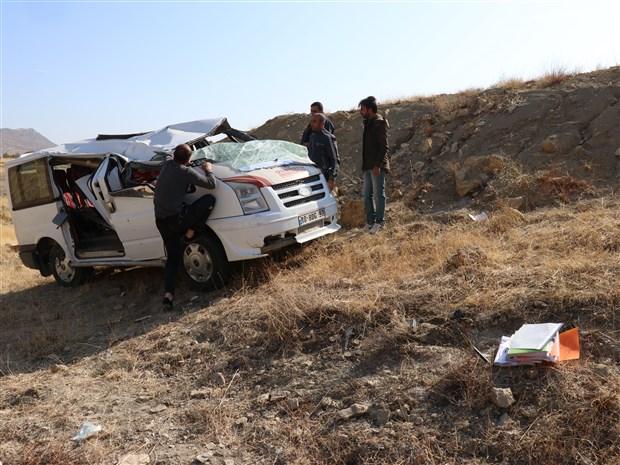 diyarbakir-da-ogrenci-servisi-sarampole-devrildi-1-i-agir-9-yarali-649322-1.