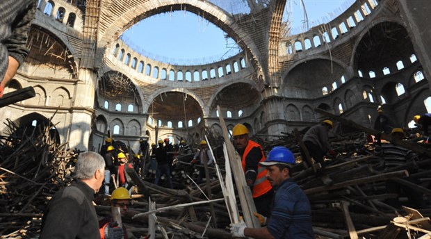 turkiye-nin-en-buyuk-ikinci-camisinde-enkaz-altinda-kalan-muhendis-araniyor-30-saat-geride-kaldi-649996-1.