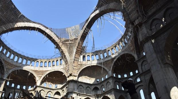 turkiye-nin-en-buyuk-ikinci-camisinde-enkaz-altinda-kalan-muhendis-araniyor-30-saat-geride-kaldi-649997-1.