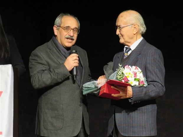 taksav-8-uluslararasi-izmir-tiyatro-festivali-basladi-658444-1.