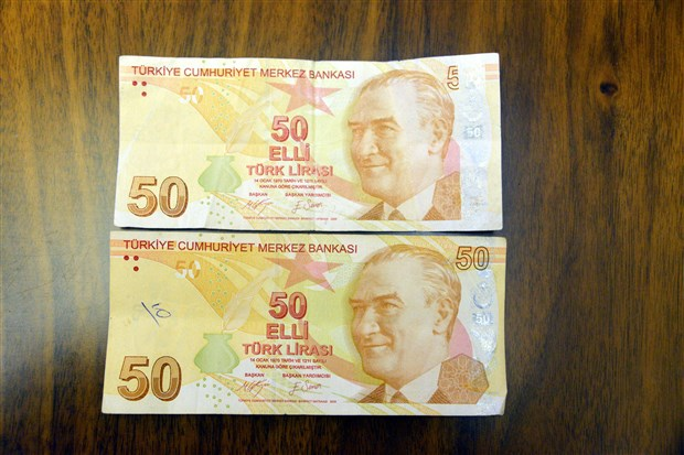 hatali-basim-oldugunu-iddia-ettigi-50-lirayi-50-bin-liraya-satiyor-660091-1.