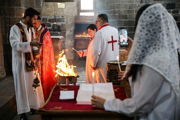 hristiyan-yurttaslar-noel-bayrami-ni-kutladi-666783-1.