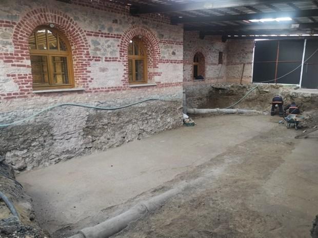 belediye-binasinin-restorasyonunda-tarihi-mozaikler-bulundu-679254-1.
