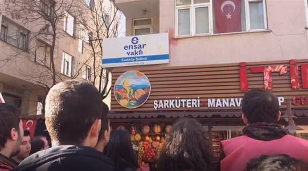 sol-partili-genclerden-ensar-vakfi-na-yumurtali-protesto-683046-1.