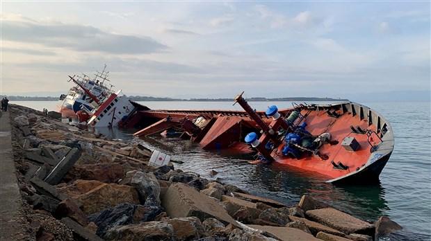 tuzla-da-suruklenen-gemi-baska-bir-gemiye-carpti-694124-1.