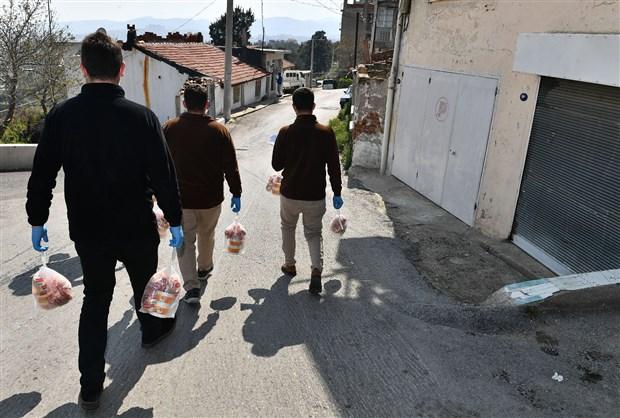 izmir-buyuksehir-belediyesi-nden-40-bin-aileye-16-milyon-liralik-yardim-708773-1.