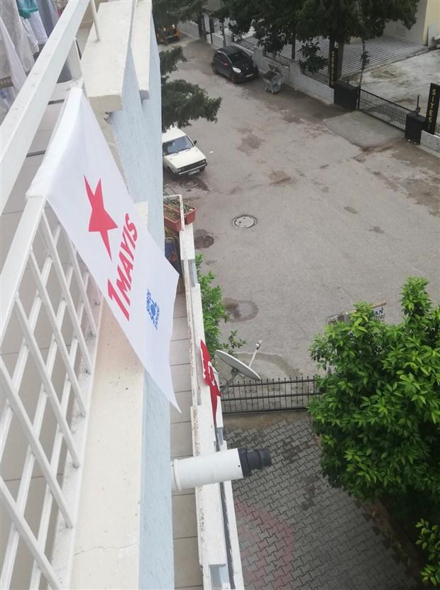 sol-parti-1-mayis-i-balkonlarina-bayrak-asarak-kutladi-725229-1.