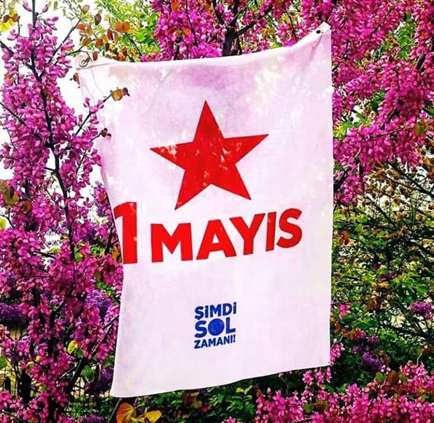 sol-parti-1-mayis-i-balkonlarina-bayrak-asarak-kutladi-725231-1.